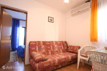 Igrane, Obývací pokoj v ubytování typu apartment, s klimatizací, domácí mazlíčci povoleni a WiFi.