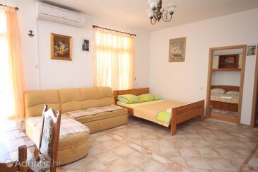 Baška Voda, Living room in the apartment, dostupna klima i WIFI.