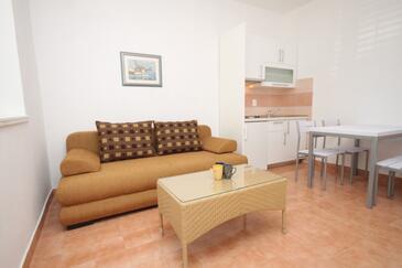 Podgora, Obývací pokoj v ubytování typu apartment, klimatizácia k dispozícii, domácí mazlíčci povoleni a WiFi.