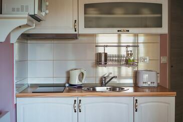Promajna, Kitchen in the studio-apartment, WIFI.