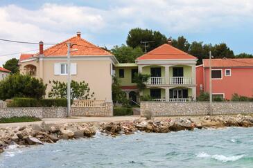 Pašman, Pašman, Obiekt 685 - Apartamenty przy morzu z kamienistą plażą.