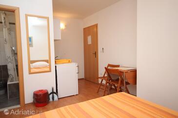 Makarska, Sala da pranzo nell'alloggi del tipo studio-apartment, WiFi.