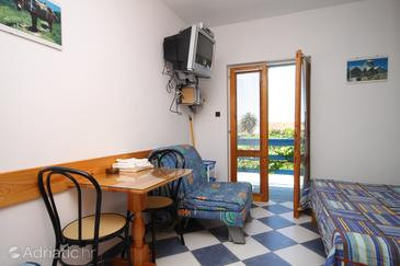 Sućuraj, Dining room in the studio-apartment, (pet friendly) and WiFi.