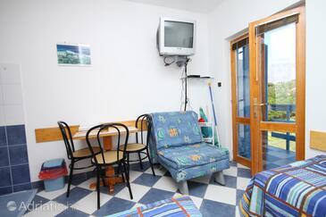 Sućuraj, Blagovaonica u smještaju tipa studio-apartment, kućni ljubimci dozvoljeni i WiFi.