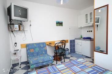 Sućuraj, Dining room in the studio-apartment, dopusteni kucni ljubimci i WIFI.