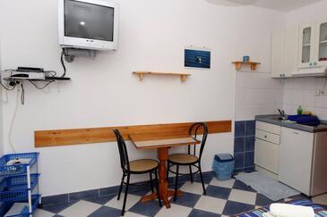 Sućuraj, Столовая в размещении типа studio-apartment, Домашние животные допускаются и WiFi.