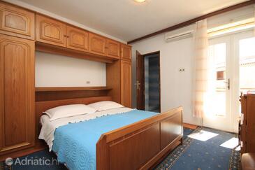 Baška Voda, Bedroom in the room.
