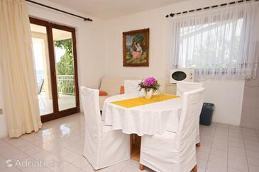 Okrug Donji, Dining room in the apartment, dostupna klima, dopusteni kucni ljubimci i WIFI.