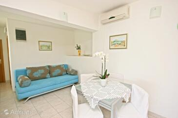 Okrug Donji, Dining room in the apartment, air condition available, (pet friendly) and WiFi.