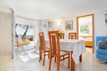 Okrug Donji, Jídelna v ubytování typu apartment, s klimatizací, domácí mazlíčci povoleni a WiFi.