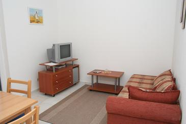 Mirca, Pokój dzienny w zakwaterowaniu typu apartment.