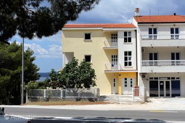 Baška Voda, Makarska, Property 6870 - Apartments and Rooms with pebble beach.