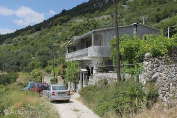 Veliko Brdo, Makarska, Property 6871 - Apartments with pebble beach.