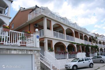 Gradac, Makarska, Property 6873 - Apartments with pebble beach.