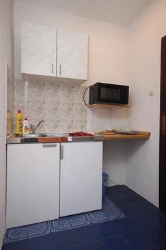 Gradac, Kitchen in the studio-apartment, dopusteni kucni ljubimci i WIFI.
