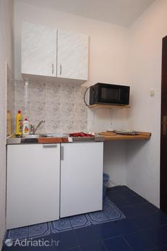 Gradac, Kitchen in the studio-apartment, (pet friendly) and WiFi.