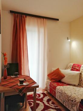Gradac, Jadalnia w zakwaterowaniu typu studio-apartment, zwierzęta domowe są dozwolone i WiFi.