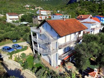 Gradac, Makarska, Property 6881 - Apartments with pebble beach.