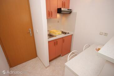 Brela, Kitchen in the studio-apartment, dostupna klima i WIFI.