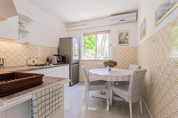 Živogošće - Porat, Dining room in the apartment, dostupna klima i WIFI.