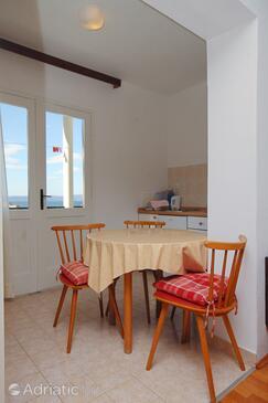 Tučepi, Dining room in the studio-apartment, dopusteni kucni ljubimci i WIFI.