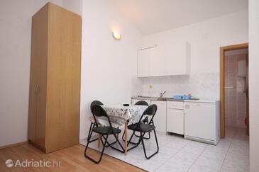 Podaca, Blagovaonica u smještaju tipa studio-apartment.