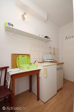 Gradac, Kitchen in the studio-apartment, dopusteni kucni ljubimci.