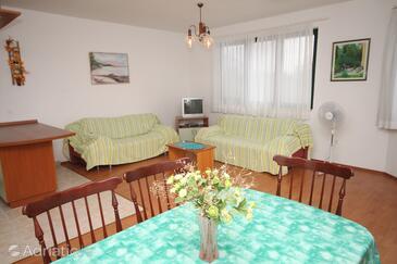 Brela, Гостиная в размещении типа apartment, доступный кондиционер, Домашние животные допускаются и WiFi.
