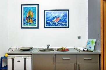 Makarska, Kuchyně v ubytování typu studio-apartment, domácí mazlíčci povoleni a WiFi.