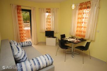 Gornja Podgora, Dining room in the apartment, dostupna klima i WIFI.
