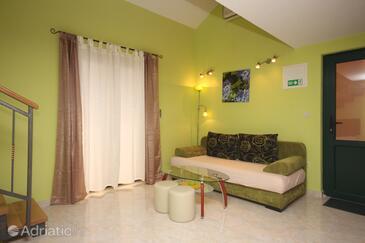 Gornja Podgora, Living room in the studio-apartment, dostupna klima i WIFI.