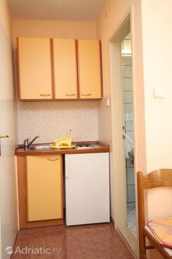 Baška Voda, Kuchyně v ubytování typu studio-apartment, WiFi.