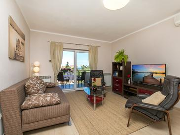 Poreč, Living room in the apartment, air condition available, (pet friendly) and WiFi.