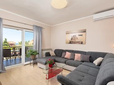 Poreč, Obývací pokoj v ubytování typu apartment, dostupna klima, dopusteni kucni ljubimci i WIFI.