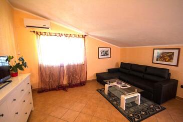 Fiorini, Obývací pokoj v ubytování typu apartment, s klimatizací a WiFi.