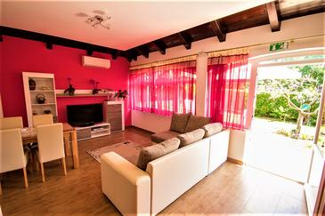 Fiorini, Living room in the apartment, air condition available and WiFi.