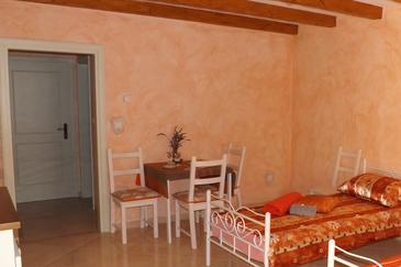 Umag, Dining room in the studio-apartment, dopusteni kucni ljubimci i WIFI.