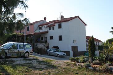 Dajla, Novigrad, Objekt 6935 - Ubytování s oblázkovou pláží.