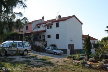 Dajla, Novigrad, Объект 6935 - Апартаменты с галечным пляжем.
