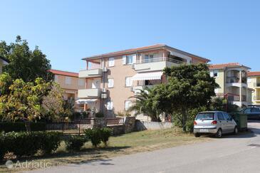Novigrad, Novigrad, Objekt 6936 - Ubytování s oblázkovou pláží.