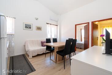 Pašman, Obývací pokoj v ubytování typu apartment, s klimatizací a WiFi.