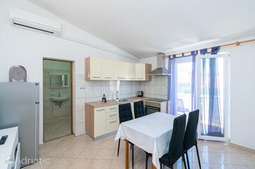 Pašman, Dining room in the apartment, air condition available and WiFi.