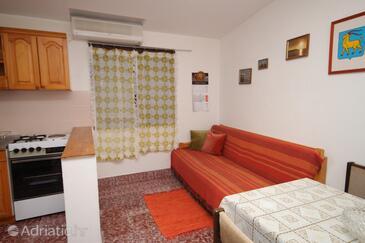 Tar, Obývací pokoj v ubytování typu apartment, dostupna klima, dopusteni kucni ljubimci i WIFI.