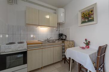 Tar, Kuchyně v ubytování typu studio-apartment, s klimatizací, domácí mazlíčci povoleni a WiFi.