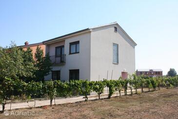 Valbandon, Fažana, Property 6956 - Vacation Rentals with pebble beach.