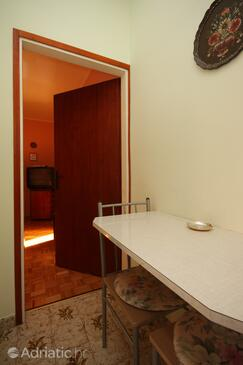 Umag, Dining room in the apartment, (pet friendly) and WiFi.