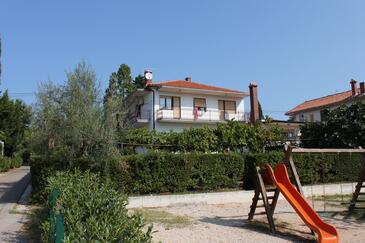 Umag, Umag, Property 6960 - Apartments with sandy beach.