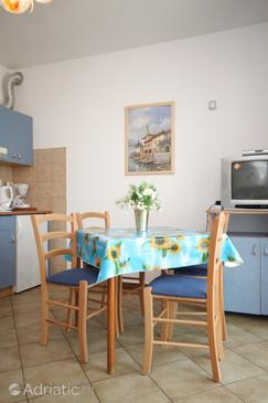 Finida, Dining room in the apartment, dostupna klima, dopusteni kucni ljubimci i WIFI.
