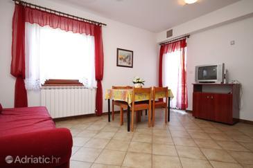 Finida, Dining room in the apartment, dostupna klima, dopusteni kucni ljubimci i WIFI.