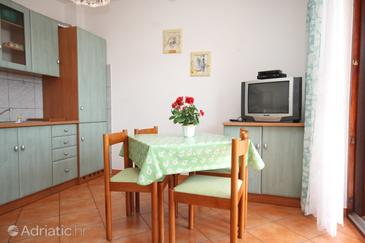 Finida, Dining room in the apartment, dostupna klima i WIFI.